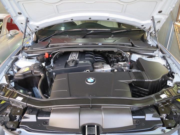 BMW320エンジンルーム仕上げ